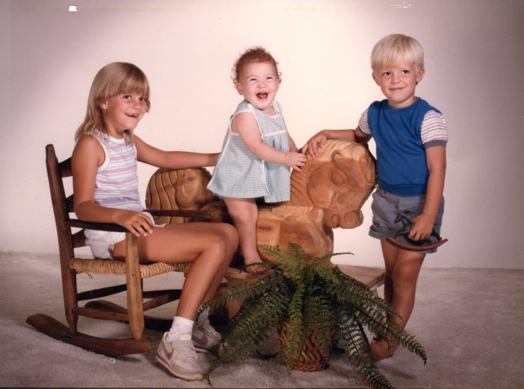 kids with horse carving074